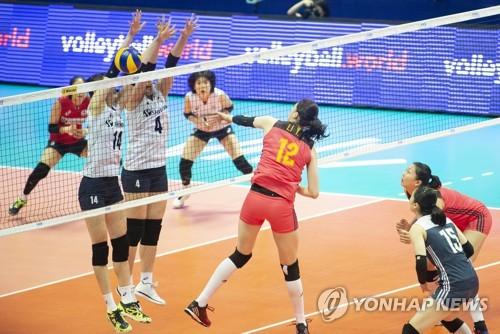한국 여자배구, 공수 완벽 조화로 세계 1위 중국 완파