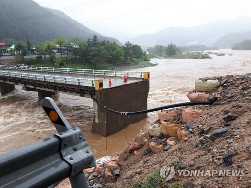 폭우에 유실된 홍천 다리