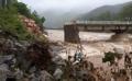 豪雨で橋が崩落