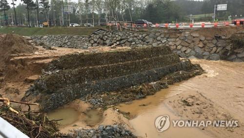 """""""올림픽 시설물 제때 철거하지 않아서"""""""
