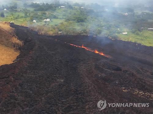 용암 흘러내리는 하와이 킬라우에아 화산