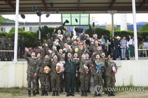 육군 72사단 전역자 6명 가운데 1명 '전문하사'