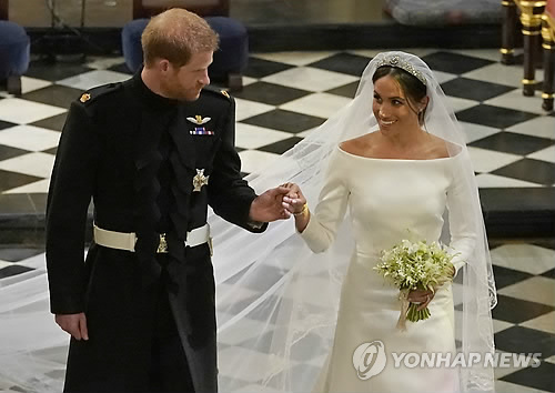 결혼식 마친 영국 해리 왕자부부 윈저성에서 첫날 보내