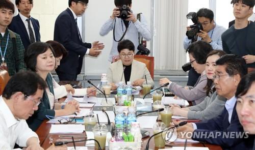 환노소위 '최저임금 상여금 산입' 24일 표결 불가피론도 나와(종합)