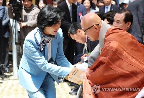 여야 지도부, 부처님오신날 '불심 잡기' 총출동(종합)