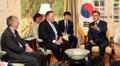 El presidente surcoreano con Pompeo y Bolton