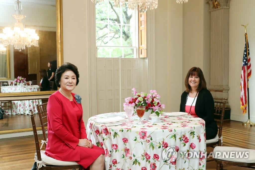 김정숙 여사, 카렌 펜스 부통령 부인과 오찬