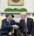 韓米首脳が単独会談