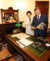 Moon visita una antigua legación coreana en Washington