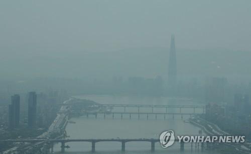 미세먼지로 뿌연 서울 도심