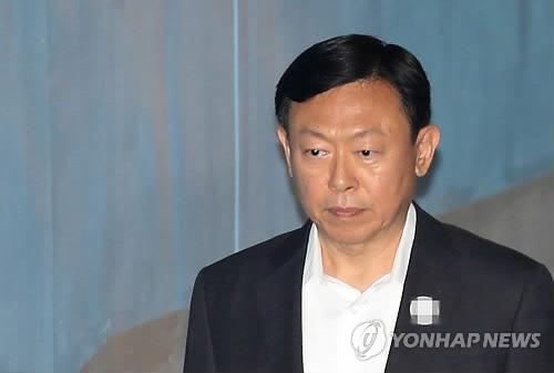 신동빈, 항소심 첫 공판 출석