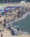 海云台海水浴场人潮涌动