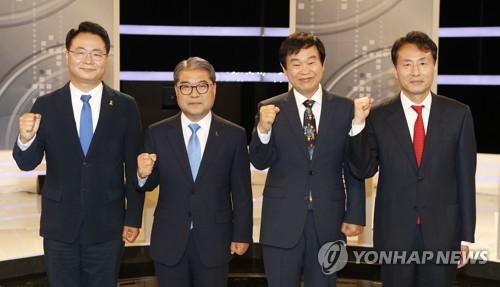 토론회 앞서 기념촬영 하는 경기도교육감 후보들