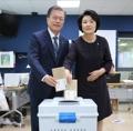 Le couple présidentiel vote