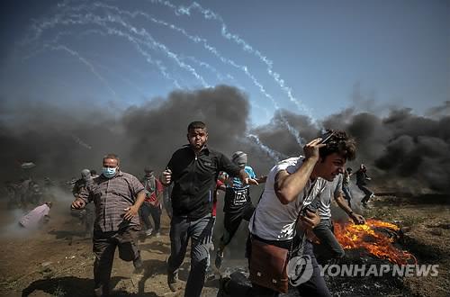 """이스라엘軍, 팔레스타인 시위대 진압…""""3명 사망·525명 부상"""""""
