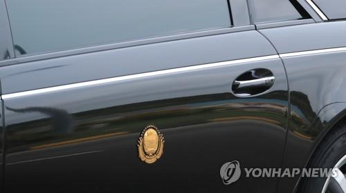 김정은 문양(?) 새겨진 차량