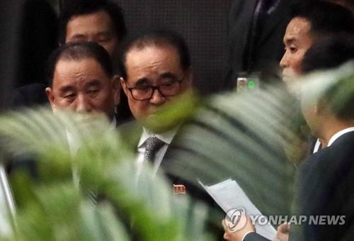 [북미회담 D-1] 北대표단 '여유 속 분주'…취재진 질문은 '외면'