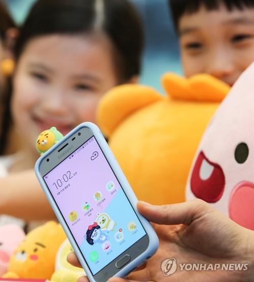 LG유플러스, '카카오리틀프렌즈폰' 단독 출시