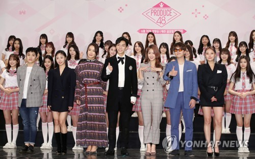 Lee Seung-gi with girl group trainees
