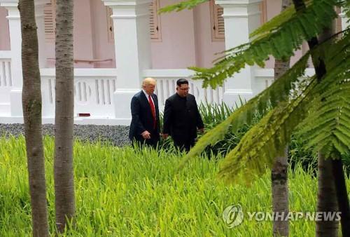 """트럼프의 외교관계 뒤집기…""""적에서 친구로, 친구에서 적으로"""""""