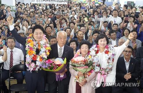승리 확신하는 원희룡 후보 가족