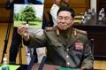 盧武鉉氏が植えた木見せる北朝鮮代表