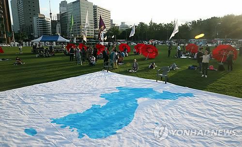 서울광장에 펼쳐진 대형 한반도기