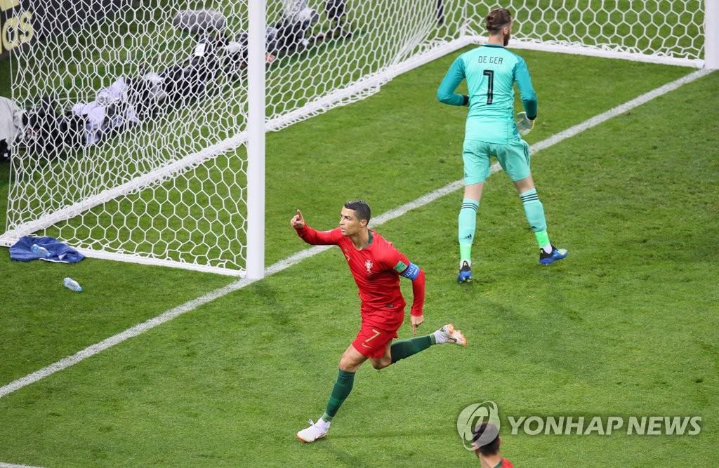 [월드컵] 첫골 환호하는 호날두