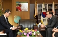 El presidente de Yonhap con el embajador francés