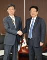 El ministro de Comercio con un gobernador chino