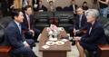 韩外长和济州道知事谈难民问题
