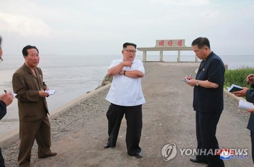 김정은 국무위원장 평북 신도군 현지 지도