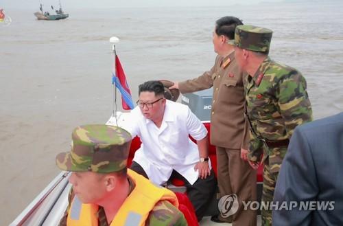김정은, 북중 접경 신도군 방문