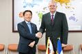 Président du CNES en Corée