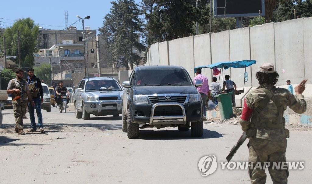 '시리아 속 터키' 아프린…곳곳에 번호판 없는 차량