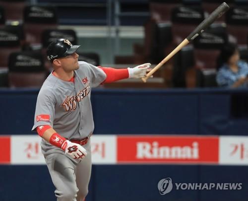 로맥, KBO 복귀한 해커 상대로 홈런 [연합뉴스 자료 사진]