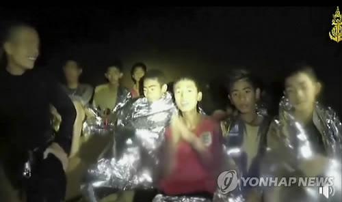 태국 동굴에 갇혔던 유소년 축구팀 선수와 코치 [AP=연합뉴스 자료 사진]