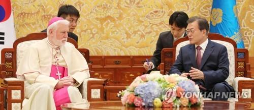 문 대통령, 갤러거 교황청 외무장관과 환담