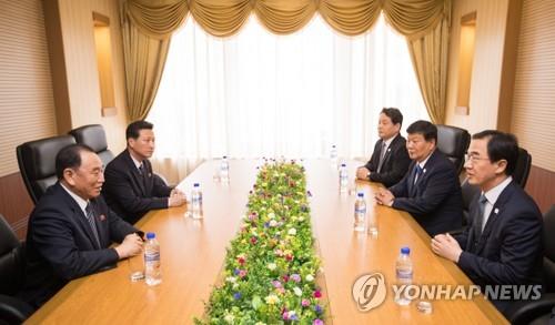 조명균 장관, 김영철 노동당 부위원장과 환담