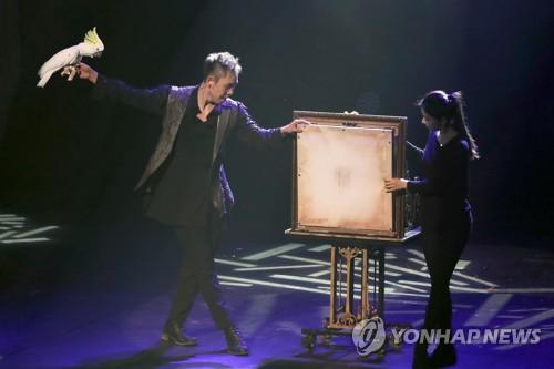 부산세계마술챔피언십 흥행 성공…밤에도 마술관람 행렬