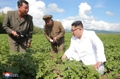 N.K. leader visits potato farm
