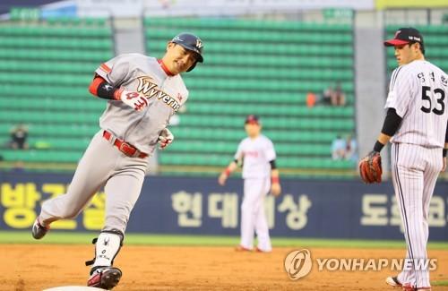 '나이는 잊어'…SK 김강민, 공·수·주 종횡무진