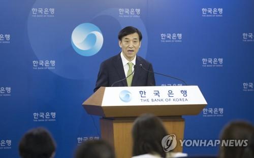 Le gouverneur de la Banque de Corée (BOK) Lee Ju-yeol donne un briefing sur la direction de la politique monétaire le jeudi 12 juillet 2018 au siège de la BOK dans le centre de Séoul.