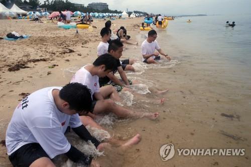 찜통더위 기승…동해안 해수욕장 북적
