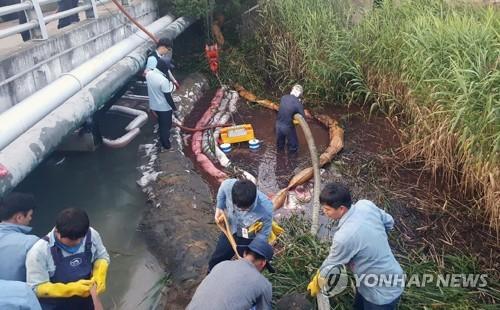 마산항 기름 유출 방제작업