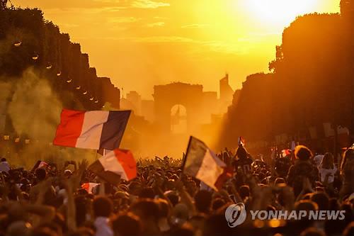 '월드컵 챔피언' 프랑스팀, 오늘 샹젤리제 개선 행진