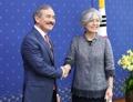 韩外长会见新任美国驻韩大使
