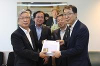언론단체, 프레스센터 환수 서명지 전달