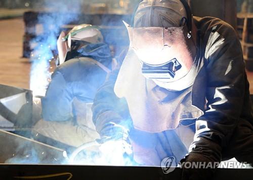 젊은피 부족한 산업현장…제조·건설업 고령취업자 비중 급상승