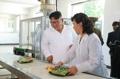 Kim Jong-un dans une usine alimentaire